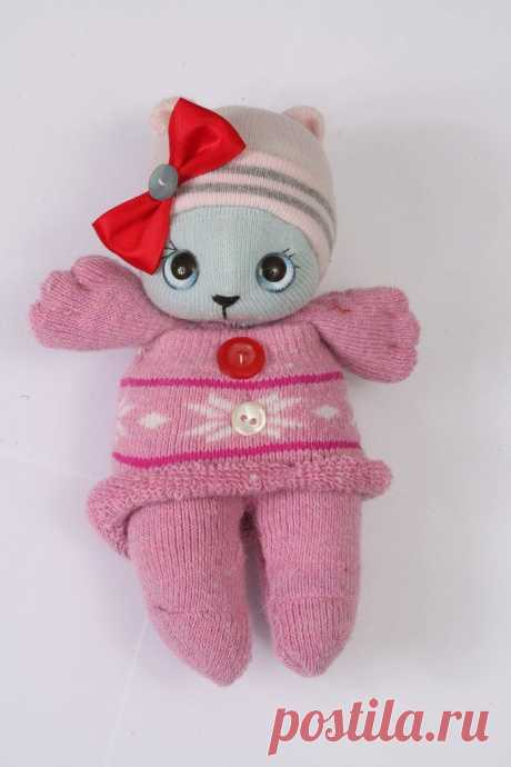 Не выбрасывайте одиночные носки! Как я сшила внучке игрушки, от которых она в восторге | Рекомендательная система Пульс Mail.ru