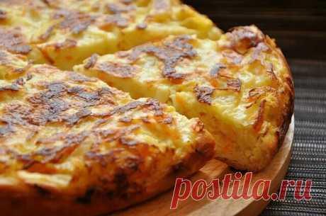 Шарлотка с капустой  Ингредиенты:  -Мука 200 г -Кефир 150 мл -Майонез 100 мл (можно заменить сметаной) -Яйцо 3 шт -Сода 0,5 ч. л. -Капуста белокочанная (кочан 0,5 кг) 1 шт -Морковь 1 шт -Соль  Приготовление:  Смешать яйца, кефир, майонез, соль, соду и муку - получается тесто как на оладьи. Капусту измельчить и пожарить на сковороде с морковью, посолить и сбрызнуть уксусом или соком лимона. Когда капуста станет мягкой, начинка готова. Дно формы застелить бумагой или смазать...