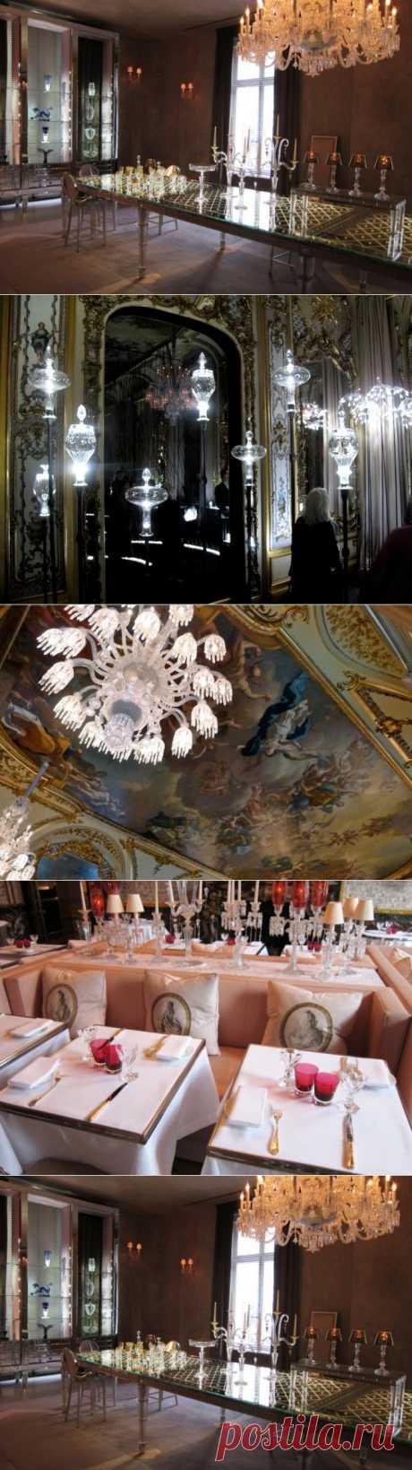Роскошь настоящего дворца - музей хрусталя Баккара.