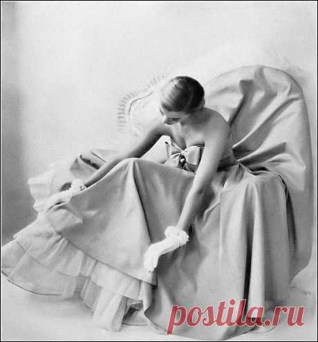 Model  photo by Kay Bell, Harper's Bazaar, May 1948
