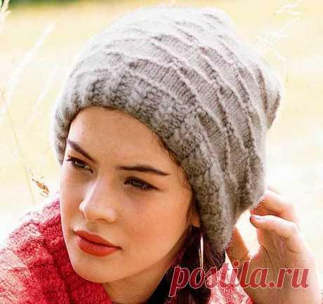 Модная шапка с резинкой из кос и рельефным узором из Сабрины | Вязание Шапок - Модные и Новые Модели
