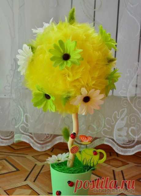 Topiary de organzy y los colores por las manos: el árbol, que acarreará el dicha en su casa