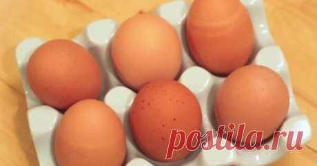 Блестящая идея к Пасхе! Блестящая идея к Пасхе. Стоит лишь залить масло в яйцо, и получится просто невероятная вещь! Замечательная вариация на тему пасхальных яиц: попробуй испечь удивительные кексы в яичной скорлупе! Ты точ…