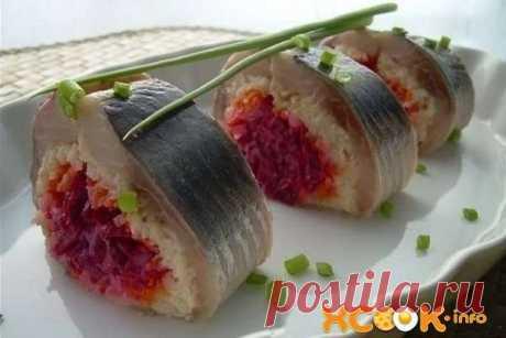 El arenque en la pelliza – la receta de la foto de la preparación de la ensalada-panecillo