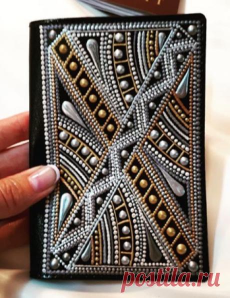 Точечная роспись. Мурманск. в Instagram: «А вот и новая обложка для паспорта. Как мне кажется, подойдет для мужского паспорта. Хотя и на женский тоже можно одеть😊. Такой…»
