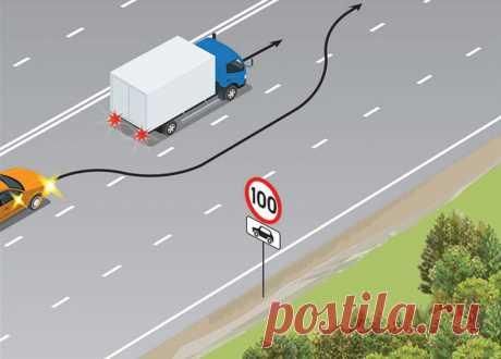 Правые ряды свободны, а левые, наоборот, заняты — типичная дорожная ситуация, не правда ли? Вы наверняка попадали в подобную, и не раз. Итак, грузовой автомобиль с разрешенной максимальной массой 3,5 тонны движется со скоростью 80 км/ч. Легковушка едет 100 км/ч. А теперь взгляните на знак...