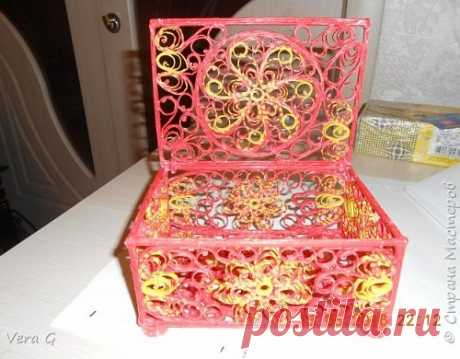 Weaving from paper tubules an openwork casket