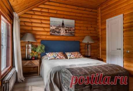 Как оформить интерьер спальни на даче? Что учесть при обустройстве дачной спальни? Особенности отделки, выбор стиля, мебели, декора и текстиля. Фото в маленькой спальне.