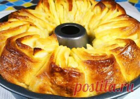 Быстрый яблочный пирог Пирог готовится быстро, получается очень мягким и воздушным.