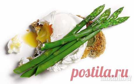 Бутерброд с яйцами-пашот и спаржей | Men's Health Россия