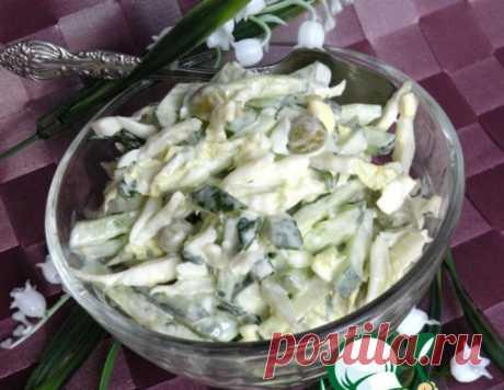 Салат с огурцами, зеленым горошком и яйцами – кулинарный рецепт