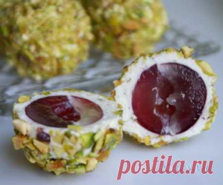 Сырные шарики с виноградом
