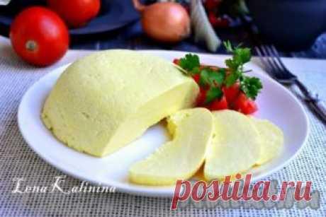 Рецепт домашнего сыра из молока и сметаны - рецепт с фото Предлагаю вам рецепт приготовления домашнего сыра из молока и сметаны. Сыр получается вкусным, красивого желтенького цвета, в меру соленым и нежным, но при этом он имеет плотную структуру. Его можно предложить на завтрак как взрослым, так и детям. Из данного количества ингредиентов получится ...