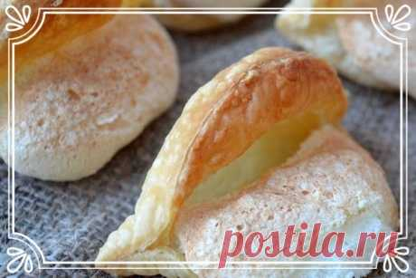 Нежное печенье «Губы Анжелины Джоли» (рецепт для детей, и не только)   Данное печенье – это легкие пирожные с простым и неприметным названием «Карамельные язычки». Но после приготовления видно, что пирожные очень похожи на губки.   Ингредиенты:  Показать полностью…