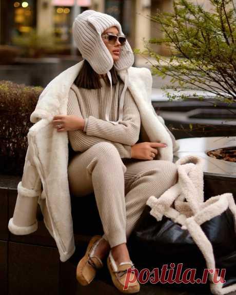 Роскошь бежевого цвета: модные зимние образы 2020