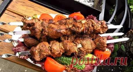 Шашлык из баранины — традиционное блюдо кавказских народов. Для его приготовления берется мясо мякоти или бараньи ребрышки. Как вкусно приготовить мясо из баранины для шашлыка знают не все.