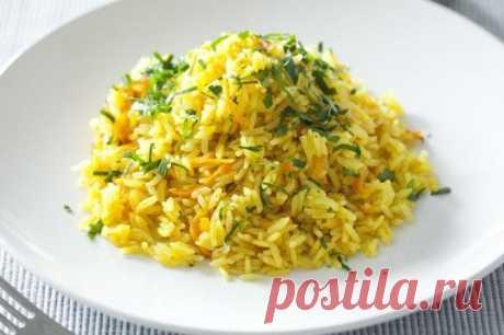 Рис в сковороде за 30 минут  Ингредиенты:  1.маленькая морковь и луковица 2.1 стакан риса 3.2 стакана воды  Приготовление:  Нарезать лук кубиками,натереть морковь на мелкой терке. В сковороду льем масла(не жалеем,но и не перебарщиваем),ставим на огонь. Закидываем лук и морковь,немного поджариваем. Добавляем рис, перемешиваем, пусть пропитается секунд 20. Сразу же добавляем 2 таких же стакана воды, перемешиваем и закрываем крышкой. Через 10 минут солим 1 ч. л. соли,пер...