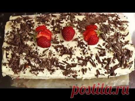 Торт без выпечки с ягодами и сметанным кремом из лаваша
