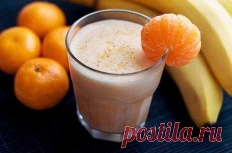"""ТОП-10 рецептов СМУЗИ   Журнал """"JK"""" Джей Кей 1.Смузи из киви Ингредиенты: Киви — 4 шт. Натуральный йогурт — 250 г Свежевыжатый апельсиновый сок (1 крупный апельсин) —"""
