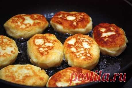 Картофельные котлеты   •источник Домашняя Кулинария •             Картофельные котлетыЭто очень хороший и простой способ разнообразить ваш стол, если вы предпочитаете картофель другим видам гарниров. Мне кажется, что таки…