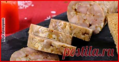 Домашняя колбаса Ингредиенты: мякоть свинины — 1 кг чеснок сухой — 1 ч.л. паприка — 1 ч.л. хмели-сунели — 1 ч.л. кориандр — 1/2 ч.л. корень петрушки — 1/2 ч.л. соль Приготовление: Мясо нарезать на мелкие кусочки, добавить специи, и отправить в холодильник на 3 дня Выложить мясо на пищевую пленку и замотать в виде колбаски, завязать …