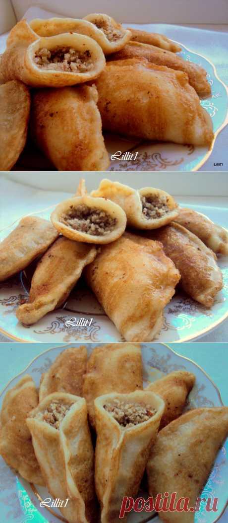 Атаеф (Atayef)– ливанские блины с начинкой  Очень вкусные, ароматные. необычные блины с неповторимой восточной ноткой. Обе начинки имеют свое очарование, даже не могу сказать какой больше понравился:) У меня масленица уже началась!:))) Осталось побыстрее сжечь чучело зимы:)))