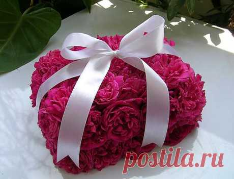 Подарочная коробка из роз.