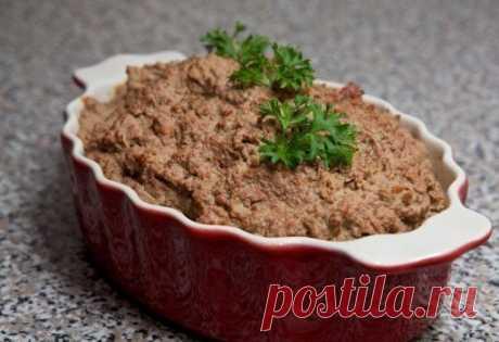 Печеночный паштет, который можно всем на 100грамм - 108.65 ккалБ/Ж/У - 12.47/5.23/3.1  Ингредиенты: Печень куриная – 1 кг Лук репчатый – 3 шт Морковь – 100 г Молоко 1% – 300 мл Соль – по вкусу Смесь перцев – по вкусу Масло оливковое – 2 ст. л  Приготовление: Лук и морковь почистить, помыть и нарезать небольшими кусочками. В сковороду налить немного масла, обжарить морковь и лук. Обжаривать почти до готовности, около 15 минут. Печень перебрать, проверить, чтобы были удалены...