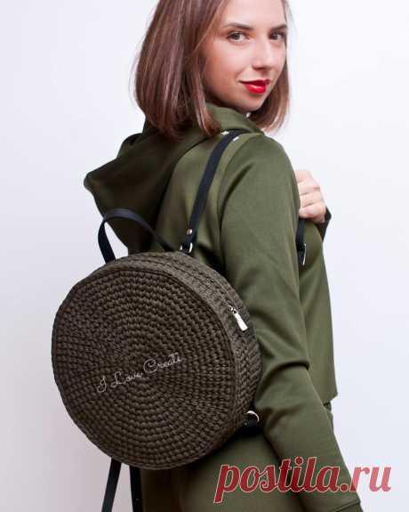 Абсолютный ХИТ моих stories😎...самый очаровательный рюкзак осени🍁... НОВИНКА ❗❗❗ . Рюкзак БАЛИ🌺 . Состав 100% хлопок, на молнии... Подкладка из хлопка... Ручка и шлейки из натуральной кожи☝️ . Размер 29 см в диаметре, 10 см ширина . Цена 2500 грн🏷️ (с кожаной фурнитурой, в кожзаме будет дешевле) . Связан благодаря идее прекрасной Юленьки @lashbrowbar_yu 💋💋💋 . Ilovecreate.com.ua 🇺🇦 Ilovecreate.store 🌍 Direct /Viber . Больше о рюкзаке на IGTV