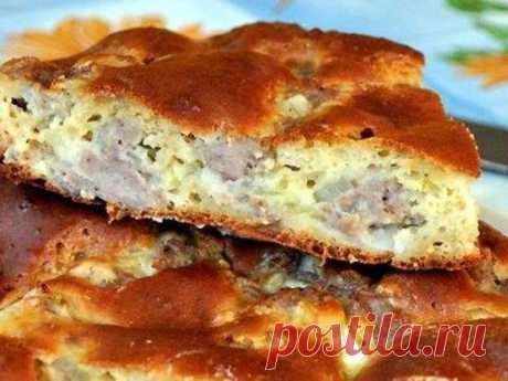 Жидкое тесто на кефире для пирога - это наилучший вариант теста для выпекания в духовке быстрых заливных пирогов с разнообразным заполнением. Для начинки возьмите мясной фарш, который можно использовать как в сыром виде, так и в обжаренном. Готовить заливной пирог с фаршем надо минут 10, а результат