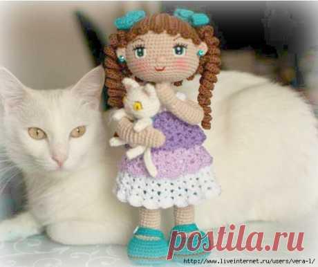 Кукла Сашенька с котенком. Перевод: Лидия Гуреева .