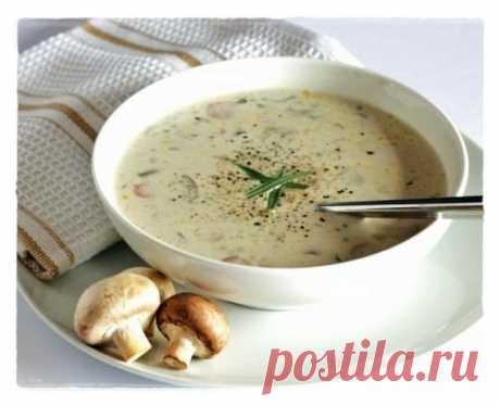 Сырный суп-пюре с грибами    Потребуется:- 300 грамм шампиньонов (свежих)- 200-300 грамм картофеля- 3 упаковки плавленных сырков- 2 небольших луковички- зелень- красный перец (небольшой)- соль, специи - по вкусу.Готовим:1. В к…
