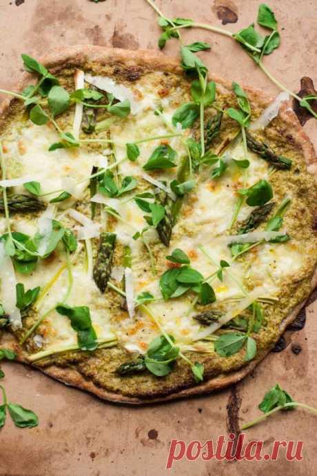 Сырная пицца со спаржей и орехами Сырная пицца со спаржей и орехами - пошаговый кулинарный рецепт приготовления с фото, шаг за шагом.