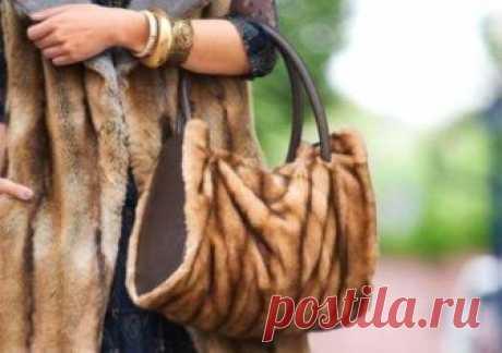 Что можно сделать из старой шубы? Поделки из мутонового и норкового меха. Вещи из искусственной шубы. Одежда, обувь, аксессуары. Отслужившая свой век старая меховая вещь может ещё долгое время приносить пользу. Её можно подреставрировать и продолжать носить как верхнюю одежду. Также в наших силах сделать из неё что-нибудь интересное для гардероба или полезную вещицу для дома.
