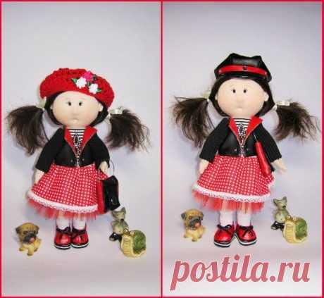 Тряпичная кукла, девочка подарок, ткань кукла, декоративная кукла, душа ребенка подарок, Рождественский подарок, подарок на день рождения, курица подарок, кукла с шляпой набор Тряпичная кукла, 11 дюймов в высоту. Одежда не снимается, кроме обуви и шляп. Вы можете изменить свои волосы, если хотите. Ткань куклы может стоять сама, но не очень уверенно. Настроение, забавный интерьер кукла может варьироваться берет крючком шляпу хиппи. Ткань кукол выполнена из хлопка, наполнена