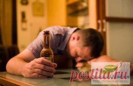 Алкоголизм: лечение народными средствами. Как убрать похмельный синдром Алкоголизм – тяжелое заболевание, которое следует лечить при наличии двух условий: желания самого пациента вылечиться и грамотного лечения у специалиста (нарколога). Лечение можно проводить как в амбу…