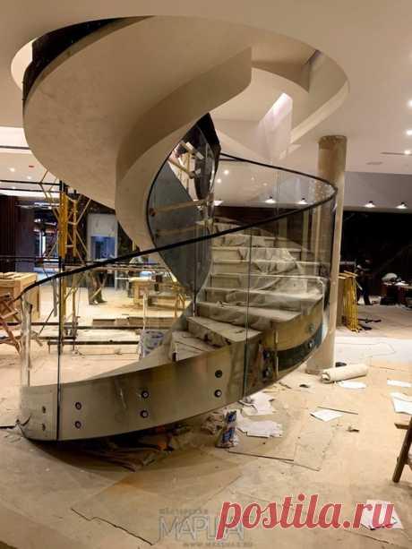 Изготовление лестниц, ограждений, перил Маршаг – Ограждения из моллированного стекла