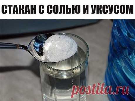 Вот что будет с квартирой, если поставить на пол стакан с солью и уксусом. | Простые советы