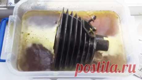 Как растворить ржавчину за пару минут. Реактивный способ Не все ржавые поверхности можно зачистить от коррозии стальной щеткой или наждачной бумагой. Многие из них имеет сложный рельеф или находятся в полости. Для таких поверхностей лучше подойдет химический способ очистки. Что потребуется:перекись водорода;лимонная кислота;пластиковая емкость.Процесс