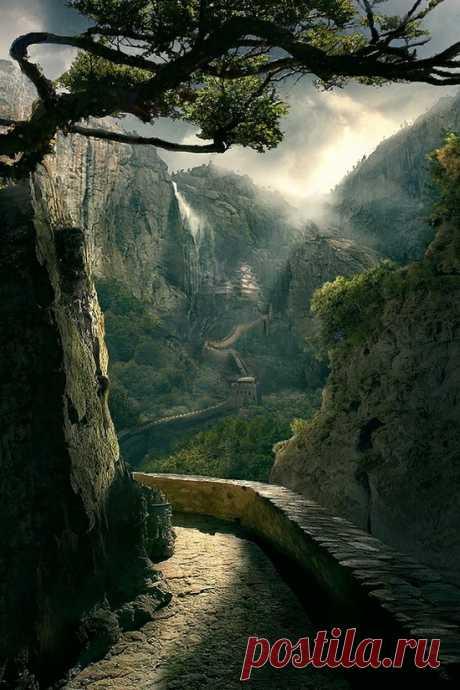 Una gran muralla china en el desfiladero.