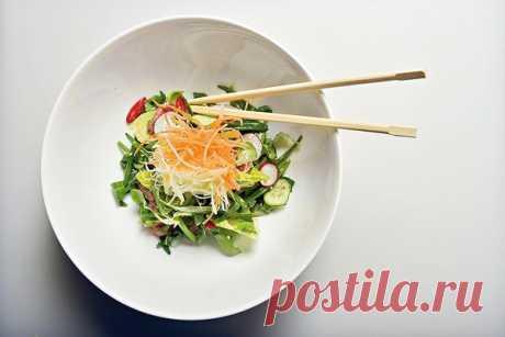 Азиатский салат изговядины скунжутной заправкой