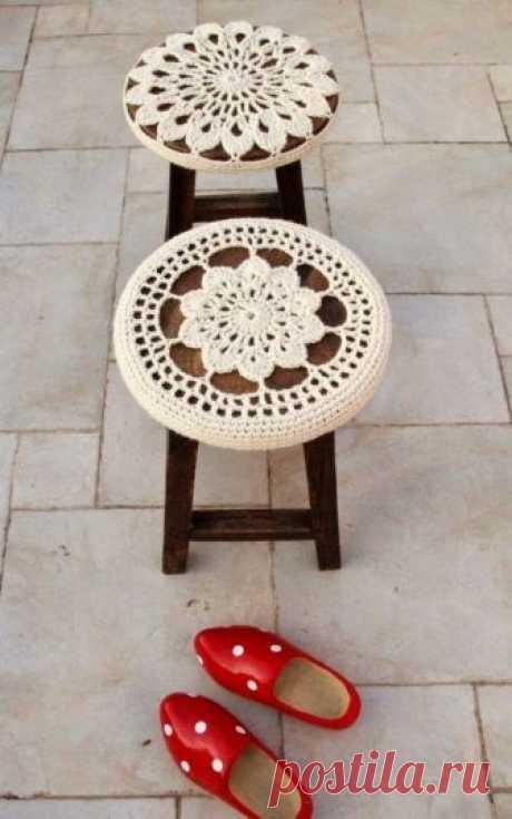 Вместо реставрации: чехлы для мебели крючком