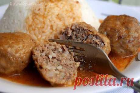 \ud83d\udd38 to Mother in a moneybox \ud83d\udd38 Meatballs in gravy, as in a garden... Ingredients: For meatballs: - 500 g of any forcemeat - rice boiled (it is better to semi-readiness) round not steamed (0.3-0.5 glasses of crude rice before cooking) - 1 bulb average - 1 egg - 1 incomplete teaspoon of salt For gravy: - 1 tablespoon of sour cream - 1 tablespoon of flour - 1 teaspoon of tomato paste - bay leaf - 1,5 glasses of water Preparation: Better to scroll forcemeat and onions via the meat grinder, and then to add rice, salt. If is not present …