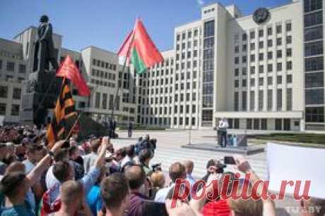 ВМинске устелы собрались сотни тысяч человек. Адоэтого прошел митинг Лукашенко. Онлайн