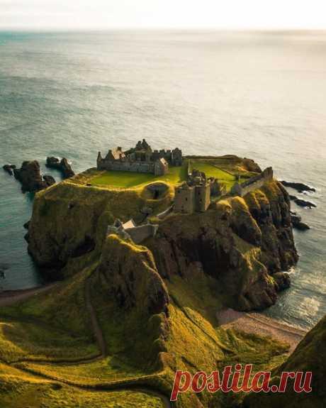 El castillo Dannottar, Escocia