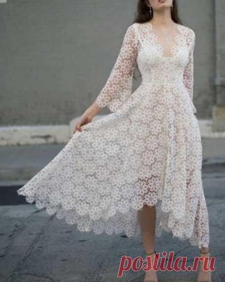 Нежное платье из мотивов крючком