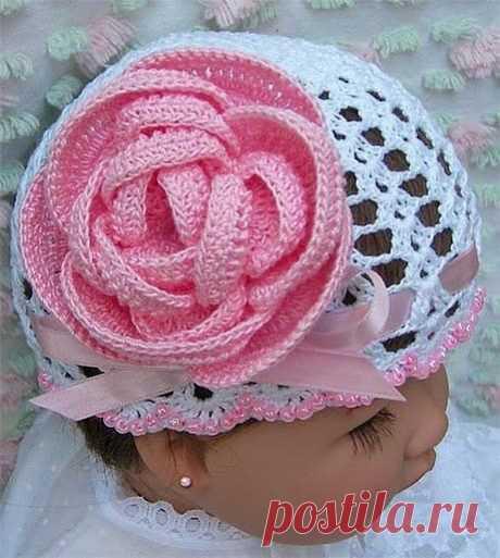 Вязаная роза - шикарное украшение.