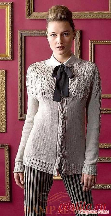 Кардиган «Гребешки» от от дизайнера Mone Drager. Спицы. Женский кардиган с круглой кокеткой из тех вещей, который бросаются в глаза своим очарованием и оригинальностью.  Размеры:  XS (S, M, L, XL, 2XL)
