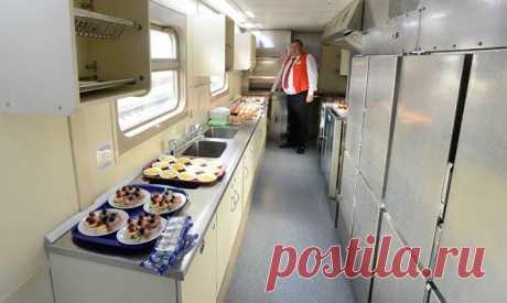 Фотогалерея: Из Москвы впервые отправился двухэтажный поезд -а повар как бы не лопнул