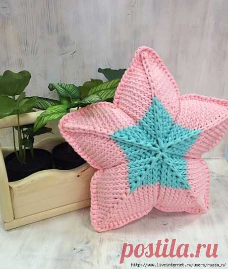 """Pillow \""""Star\"""" spokes from a knitted yarn. Video of MK."""